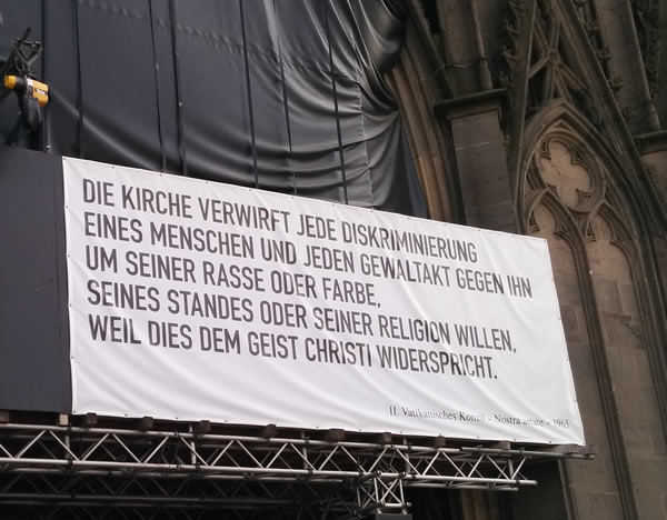 Plakat am Kölner Dom